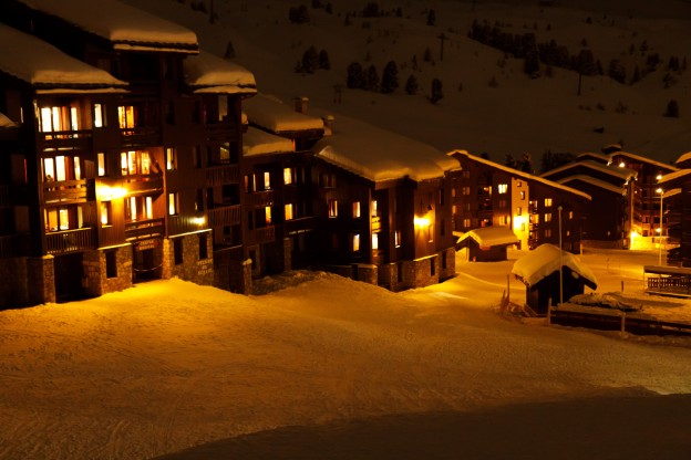 hotels_at_night_in_winter_194237